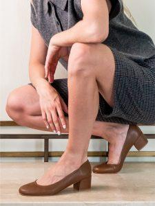 Zapato tacon medio color cuero señora piel